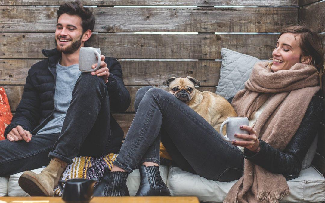 Emménager avec son partenaire : 3 conseils financiers à considérer !